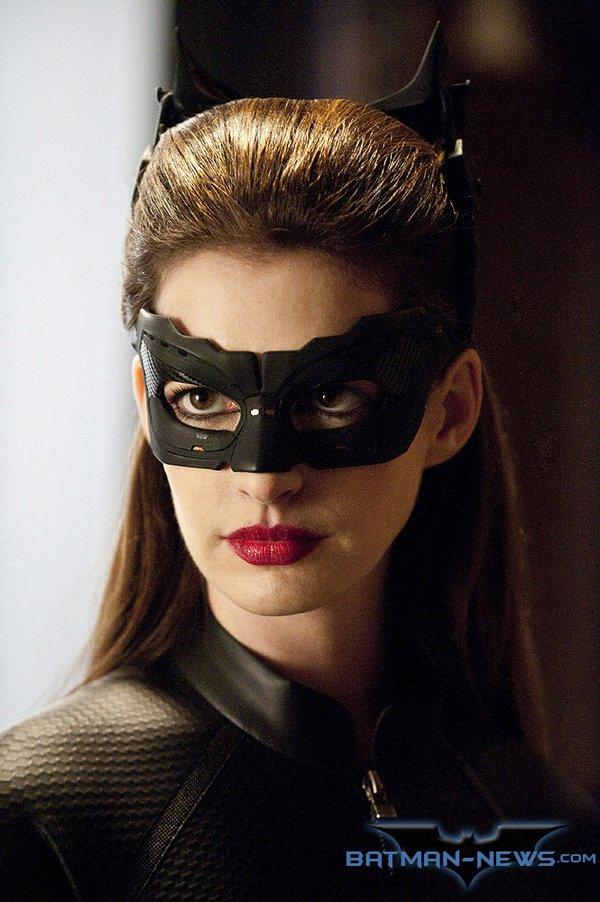 《黑暗骑士崛起》新照 蝙蝠侠猫女协同作战