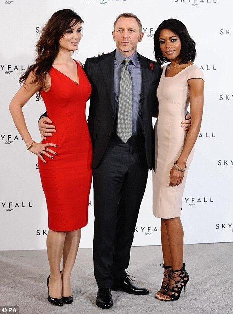 第23部007片名确认叫做《天幕坠落》(Skyfall)