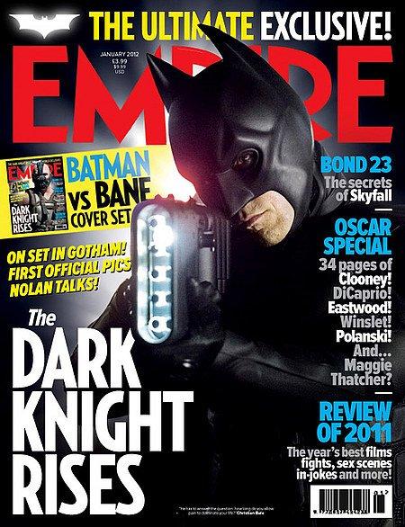 蝙蝠侠拿着新武器
