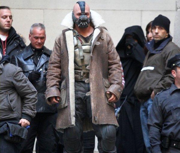 《黑暗骑士崛起》新片场照 贝尔、哈迪掐架