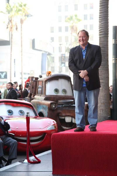 皮克斯掌舵人约翰·拉塞特(John Lasseter)留名好莱坞星光大道