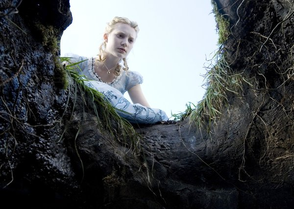 境里不止有王子公主 盘点《爱丽丝梦游仙境》