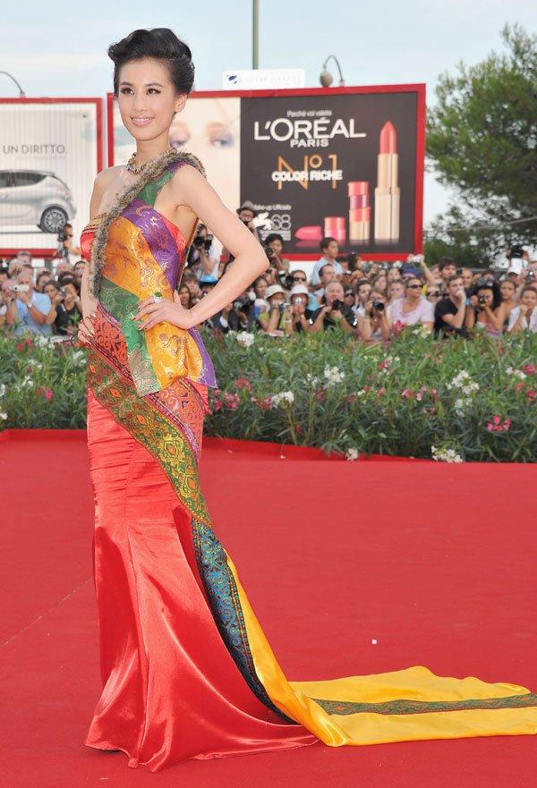 黄圣依威尼斯被误认为李冰冰 红毯战袍价值上亿