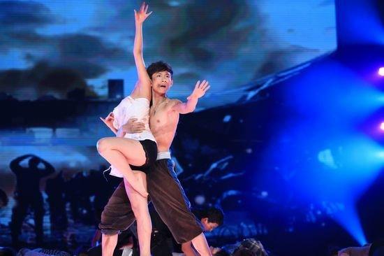 郭书瑶舞蹈教学视频_郭书瑶,杜奕衡等 11位明星为最后的盟主之位逐鹿舞林